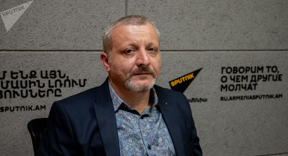 Սուրեն Սուրենյանցը Sputnik Արմենիայի եթերում անդրադարձել է հունիսի 20-ին կայանալիք արտահերթ խորհրդարանական ընտրություններին և քաղաքական գործընթացի վրա արտաքին կենտրոնների ազդեցության խնդրին